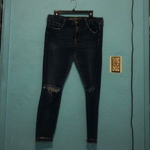 Arizona Jeans junior riped knees